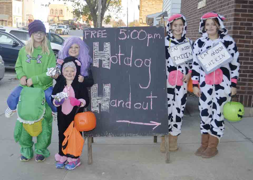 This year's Hot Dog Handout at Halloween will be held from 5 until 7 p.m. on Halloween night (Oct. 31) outside the Ossian Community Center. Enjoying their hot dogs at a past Hotdog Handout are (l-r) Kiley Higgins, Ella Holthaus (front), Jadyn Holthaus, Alaynah Hageman, and Alyssa Holthaus. (...
