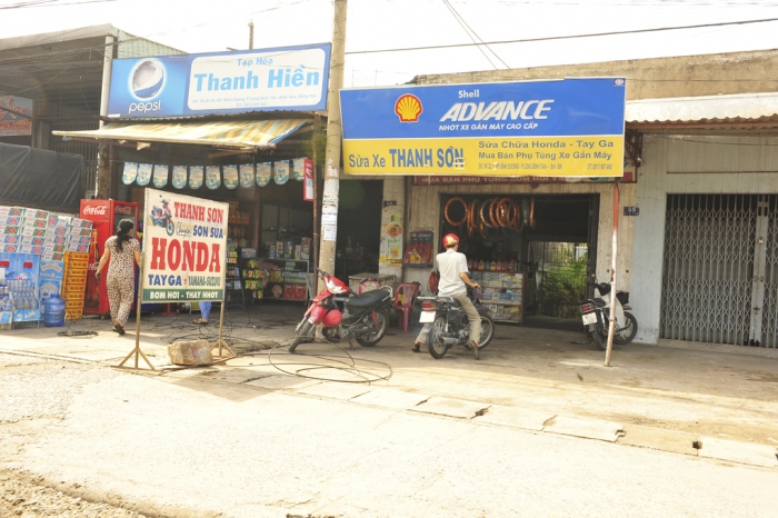 "CUTLINE: These ""stores"" in Vietnam may seem unduly small and dirty, but they line Highway 1 from Saigon to Xuan Loc, 30 miles of little shops. They normally supply one kind of item and provide a living to the entrepreneurs running them. (Jerry Wadian photo)"